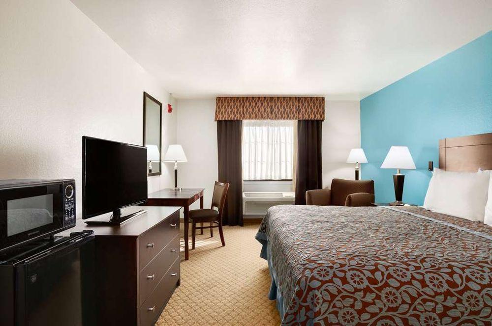 Days Inn & Suites by Wyndham Conroe North: 4001 Sprayberry Lane, Conroe, TX
