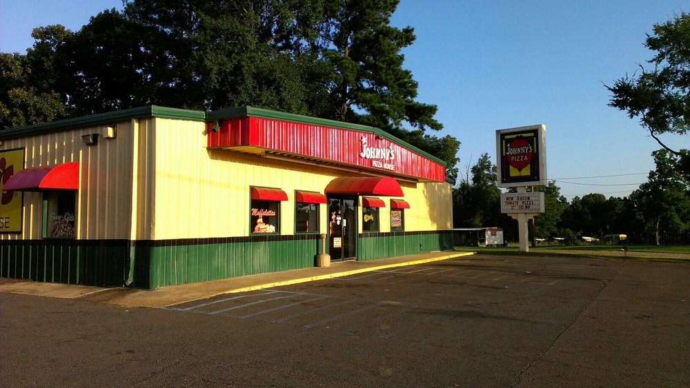 Johnny's Pizza House: 7589 Hwy 165, Columbia, LA