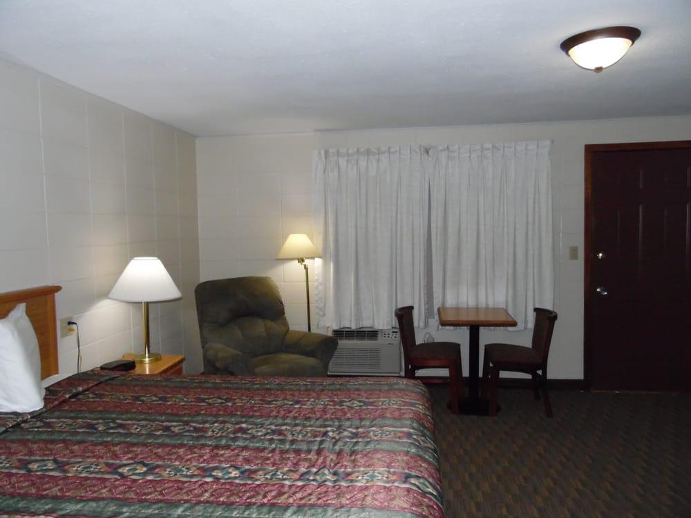 Bear Lodge Motel: 218 E Cleveland, Sundance, WY