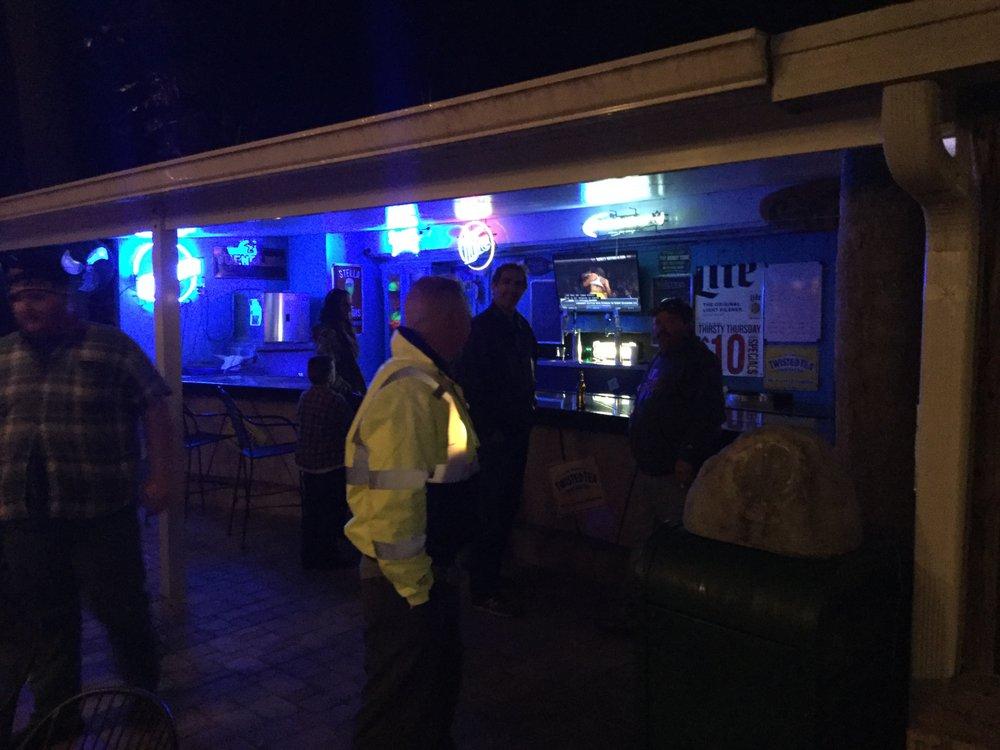 Gator Bay Bar & Grill: 10320 County Rd 44, Leesburg, FL