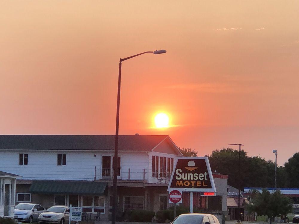 Sunset Motel & Resort: 1515 N Lakeshore Dr, Lake City, MN
