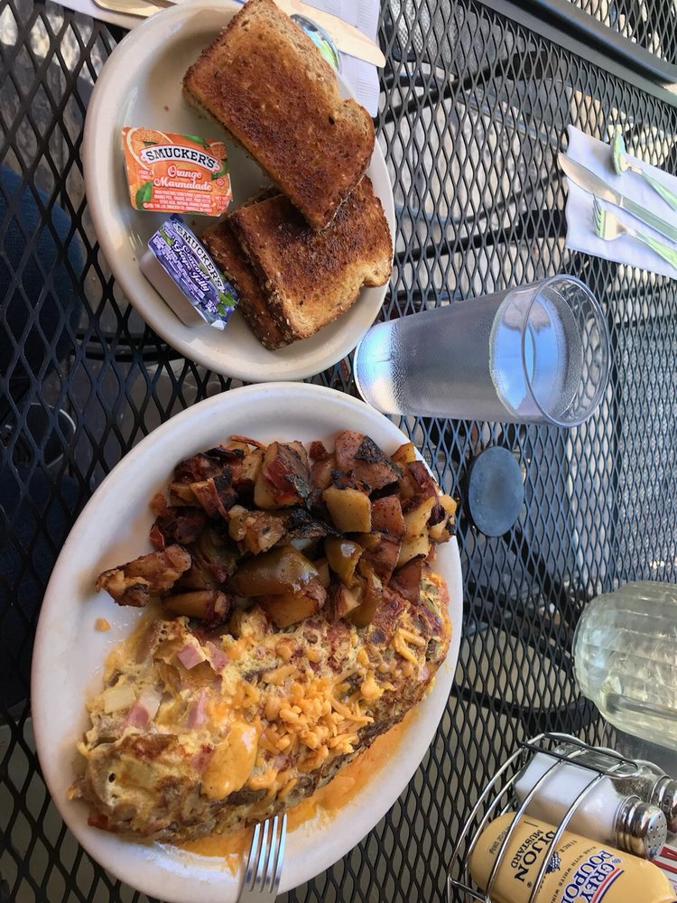 Tom's Place Cafe: 8180 Crowley Lake Dr, Crowley Lake, CA