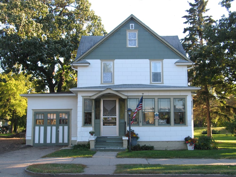Three Oaks Guest: 530 3rd St SE, Valley City, ND