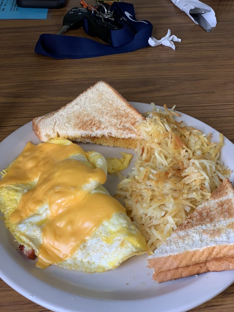 Pj's Cafe: 142 W Highway 32, Licking, MO