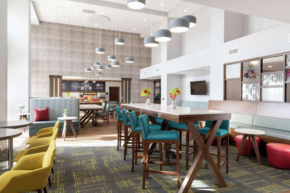 Hampton Inn & Suites Pittsburgh New Stanton: 120 N Rachel Dr, New Stanton, PA