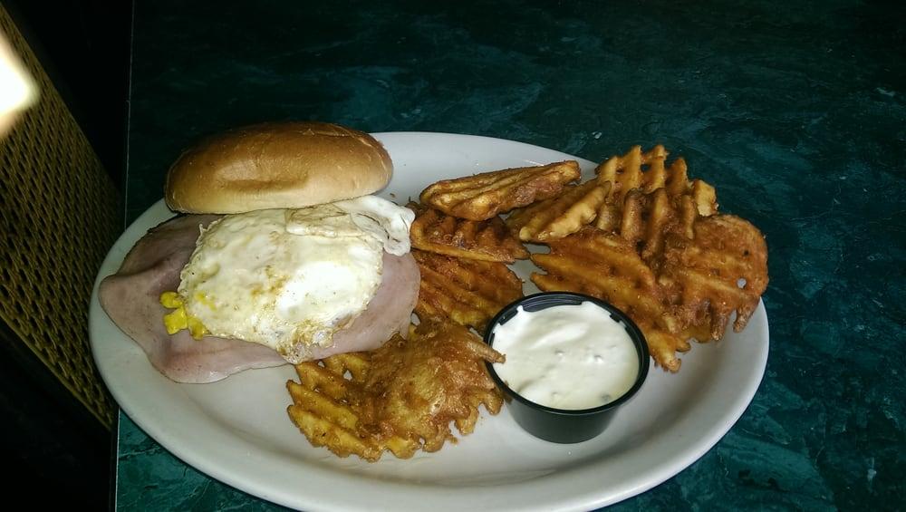 Hatchery Restaurant & Lounge: 819 Lincoln Pl SE, Orange City, IA