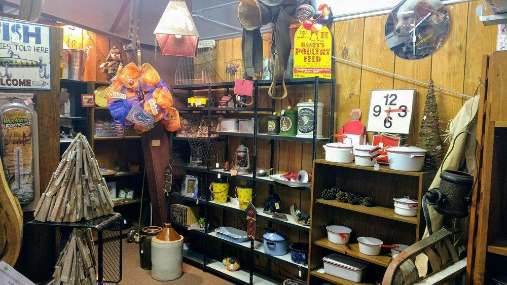 Dixie's Antiques: 112 W Noble Ave, Williston, FL