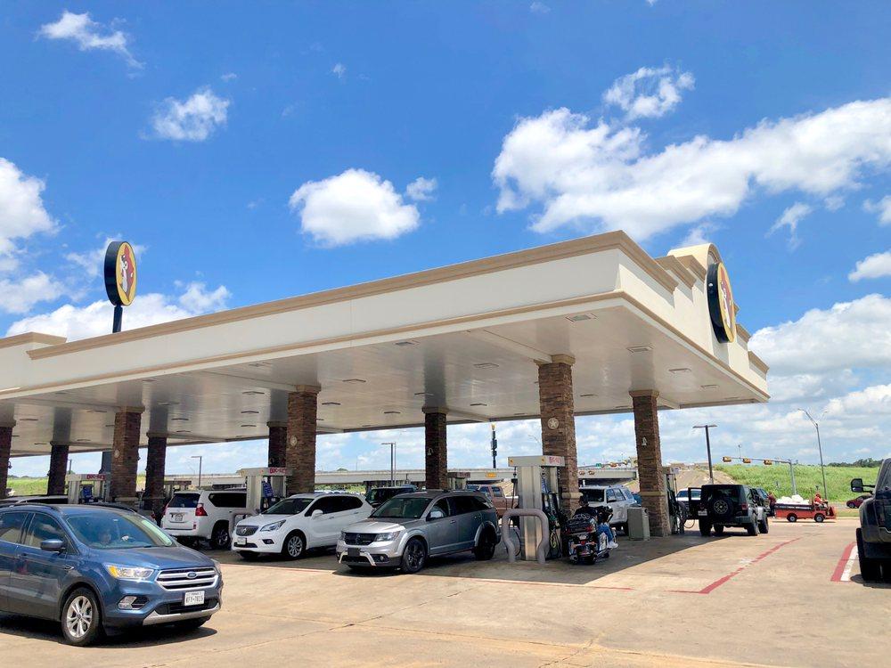 Buc-ee's: 10070 West IH 10, Luling, TX