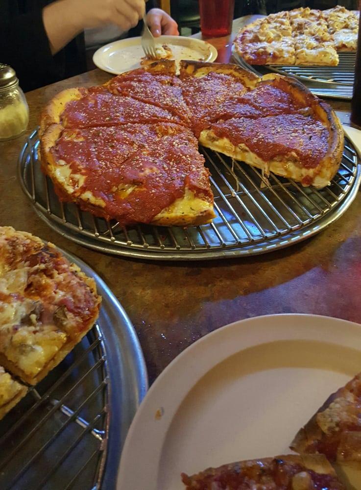 Gelsosomo's Pizzeria: 221 N Randolph, Macomb, IL