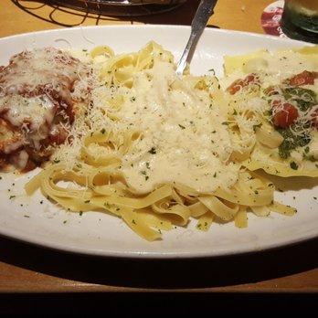 Olive garden italian restaurant 157 photos 247 reviews italian 6501 fallbrook ave west for Mezzaluna ravioli olive garden