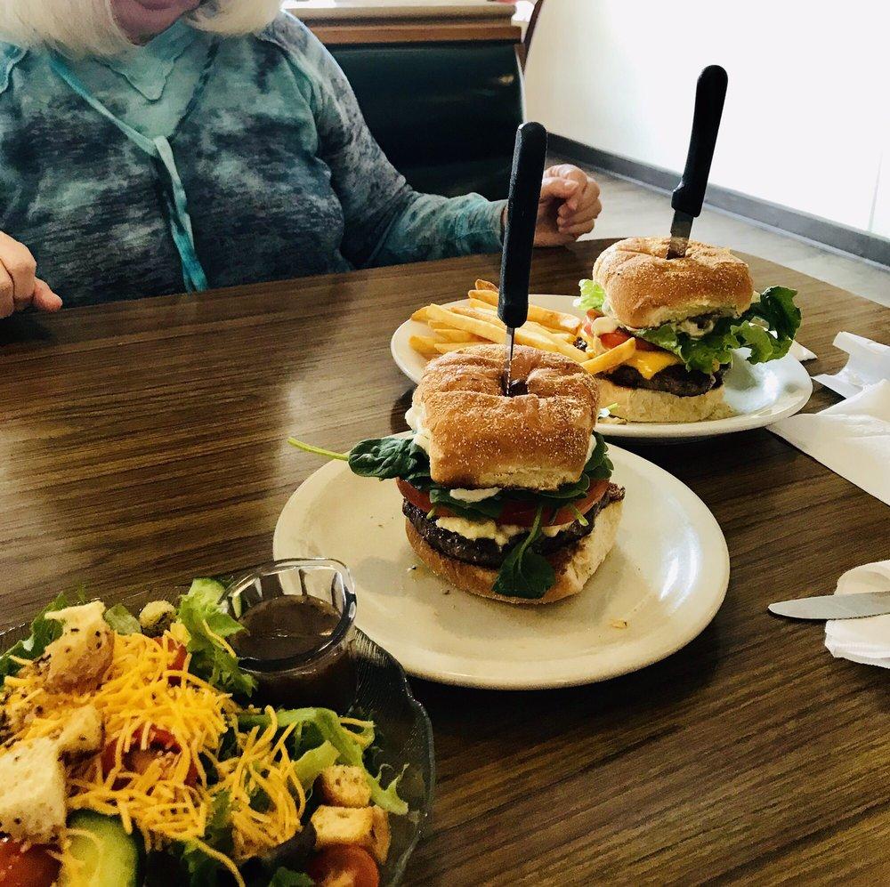 Family Tree Cafe: 129 S Bridge St, DeWitt, MI