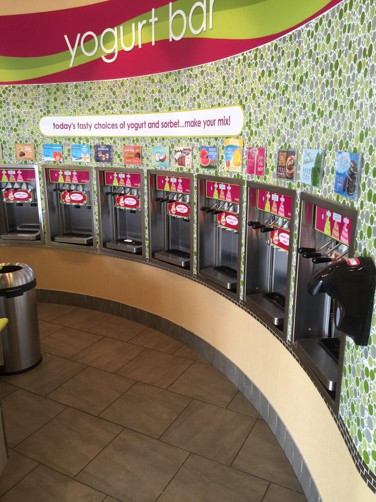 Menchie's Frozen Yogurt: 943 Airport Center Dr, Allentown, PA