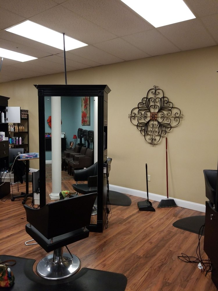 Salon 31: 946V West Andrews Ave, Henderson, NC