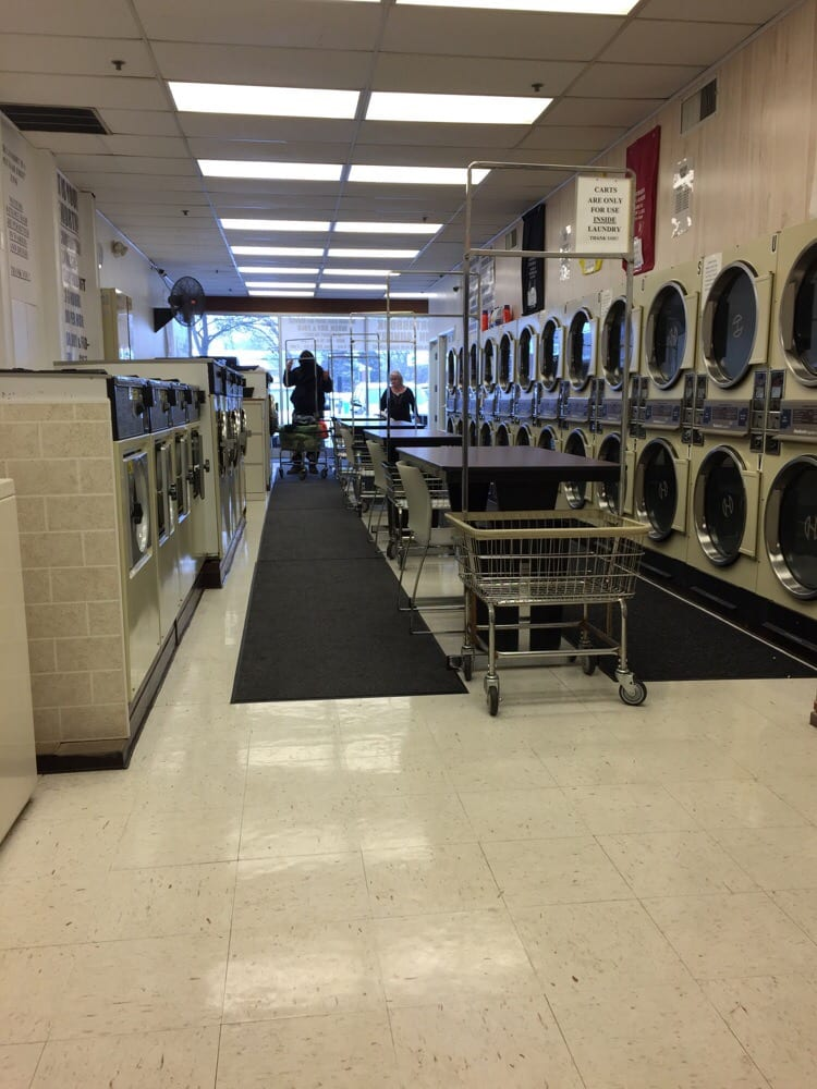 Coin Laundry: 2825 W Dundee Rd, Northbrook, IL