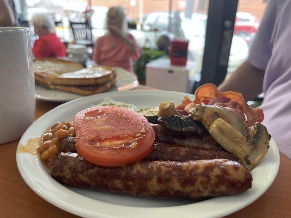 The Major Oak British Cafe & Restaurant: 707 9th St, Fort Madison, IA