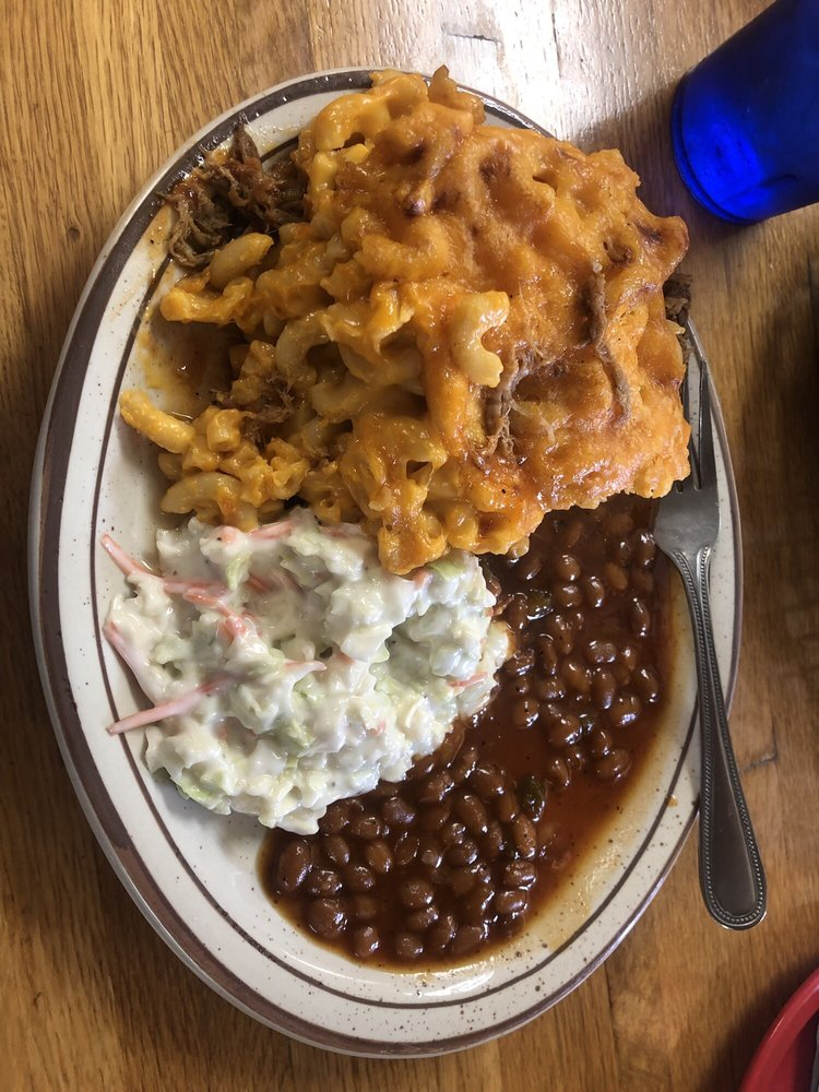 Smokey's Country Diner: 561 17th Ave, East Moline, IL