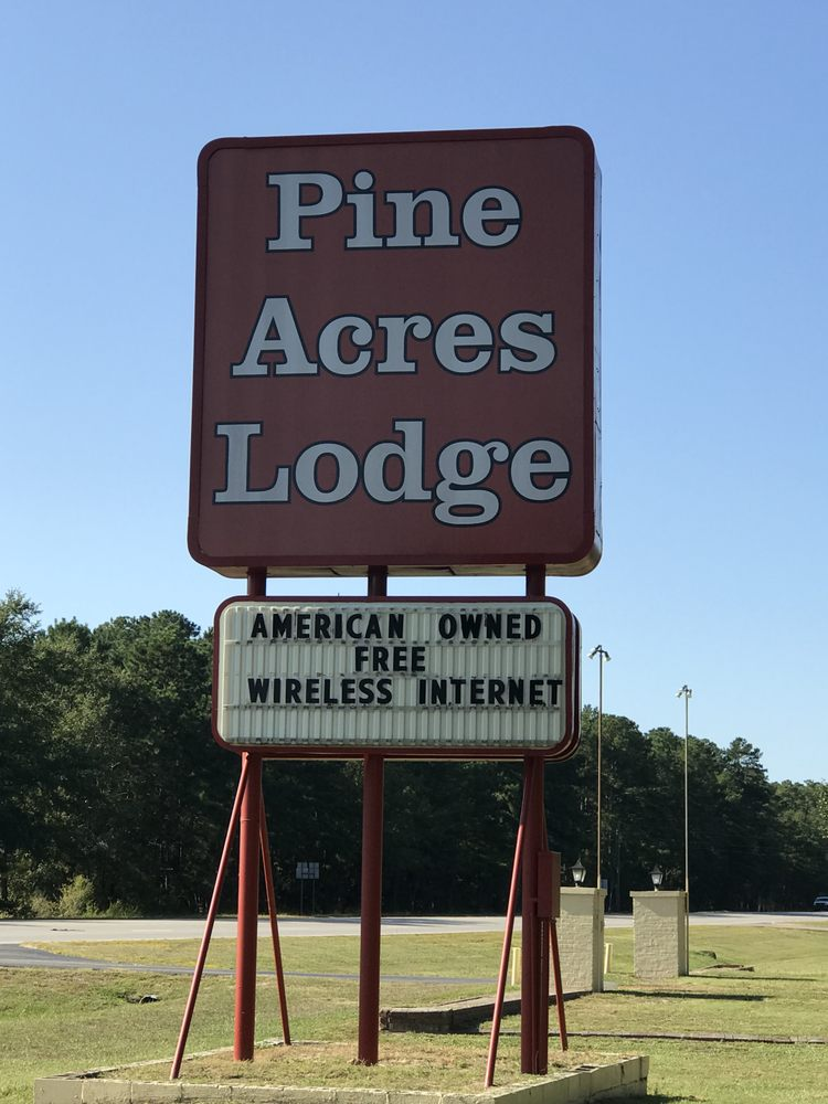 Pine Acres Lodge: 11860 McColl Rd, Laurinburg, NC