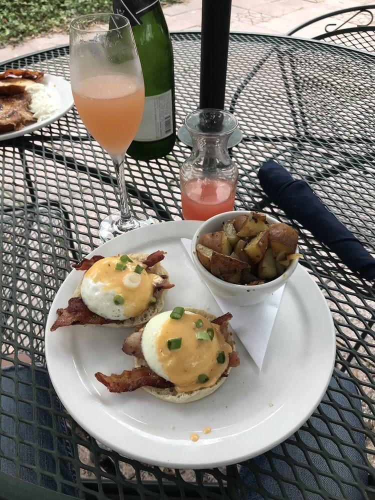Sunrise restaurant : 510 W Main St, Uvalde, TX