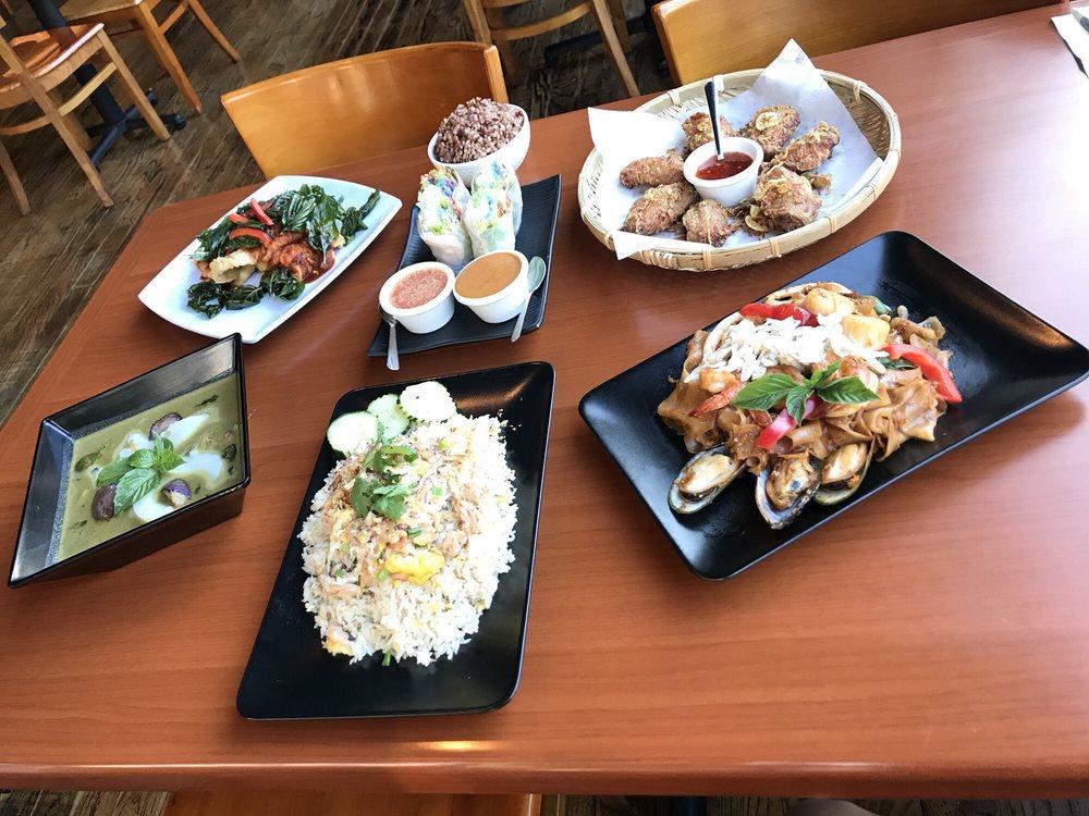 Suwannaphum Thai: 108 SW Pine St, Portland, OR