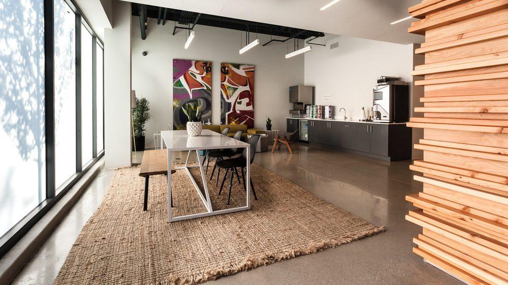 L - Logan Square Luxury Apartments