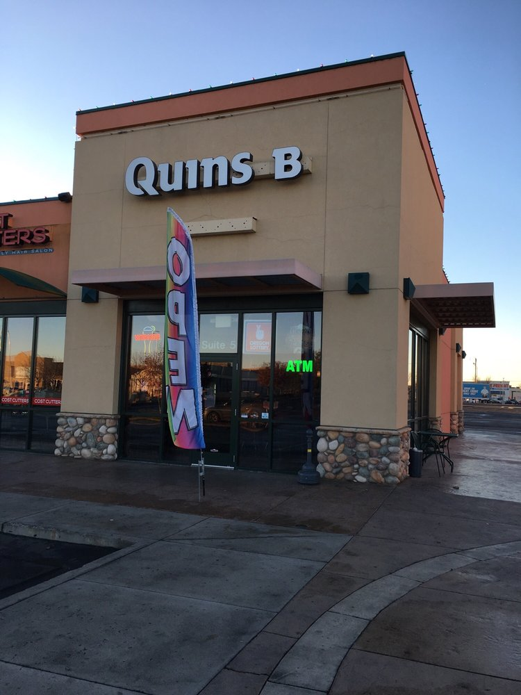 Quins Bar: 203 East Ln N, Ontario, OR