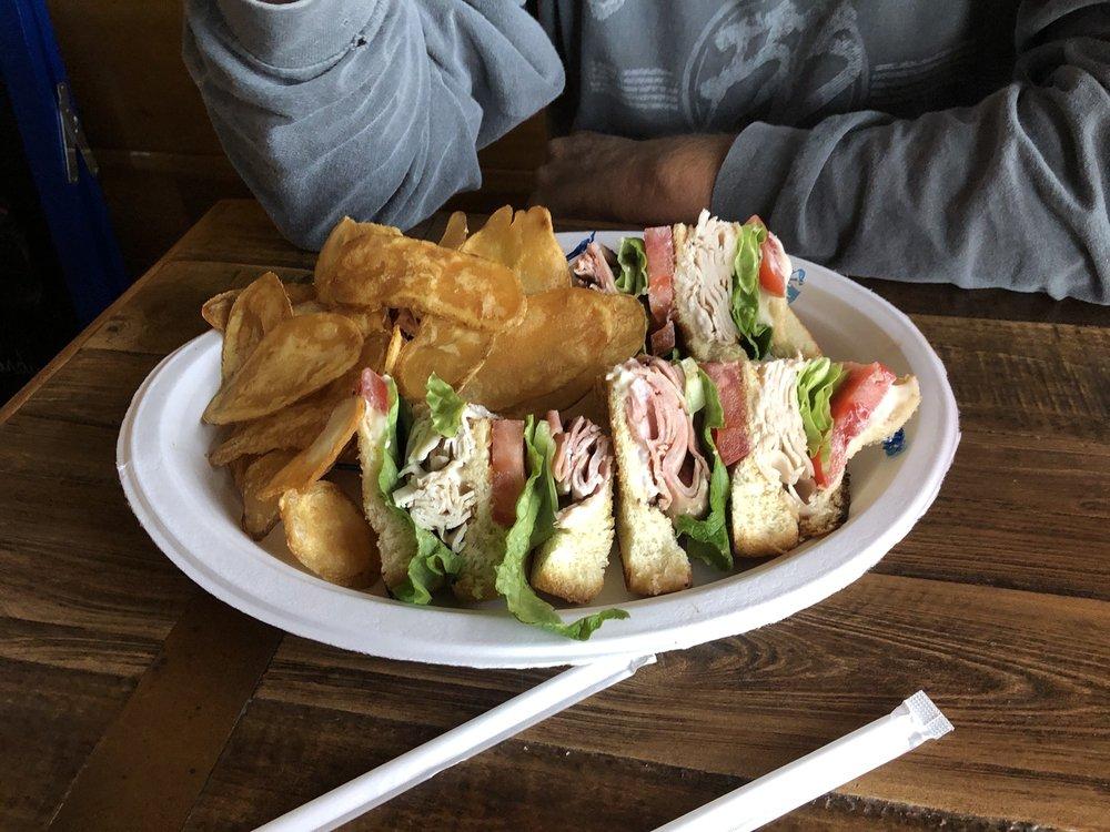 St. Johns Tavern: 572 N Citrus Ave, Crystal River, FL