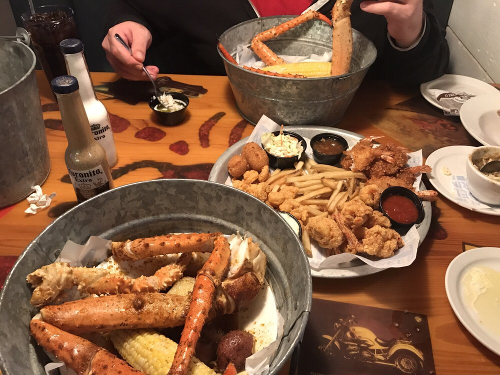 Joe's Crab Shack: 25 Fairfield Ave, Bellevue, KY