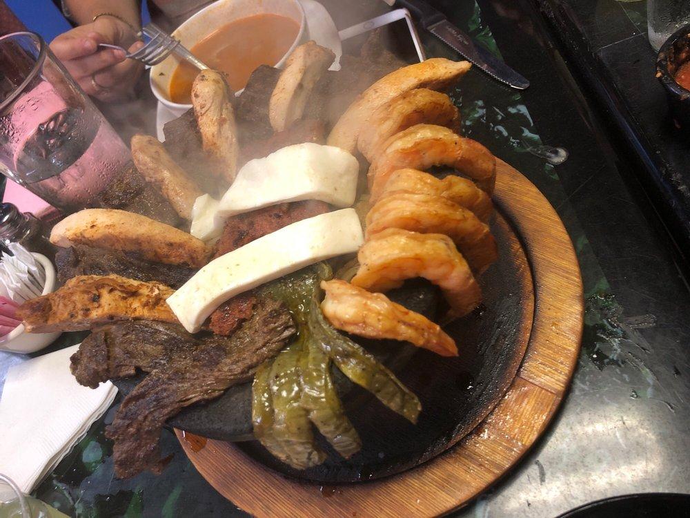 El Arroyo Modern Mexican Kitchen: 416 S Palestine St, Athens, TX