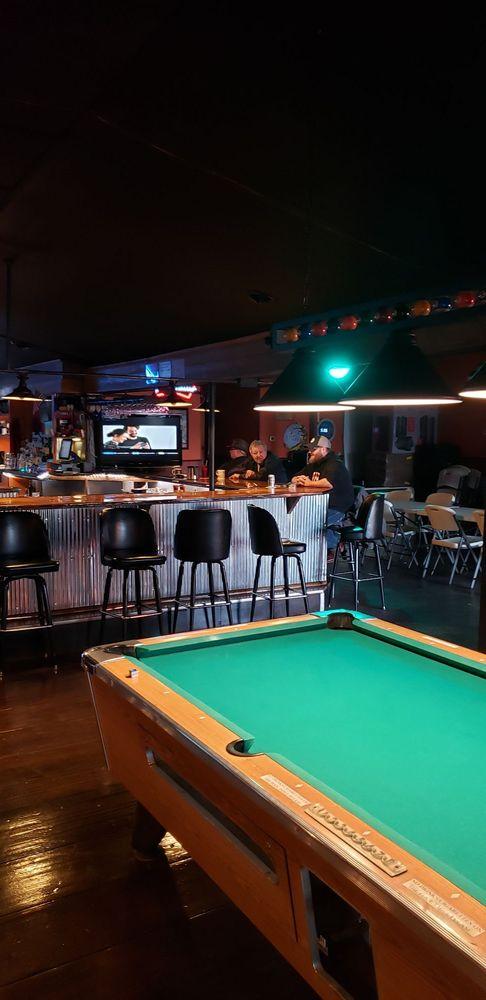 Monon Pub and Grill: 106 E 4th St, Monon, IN