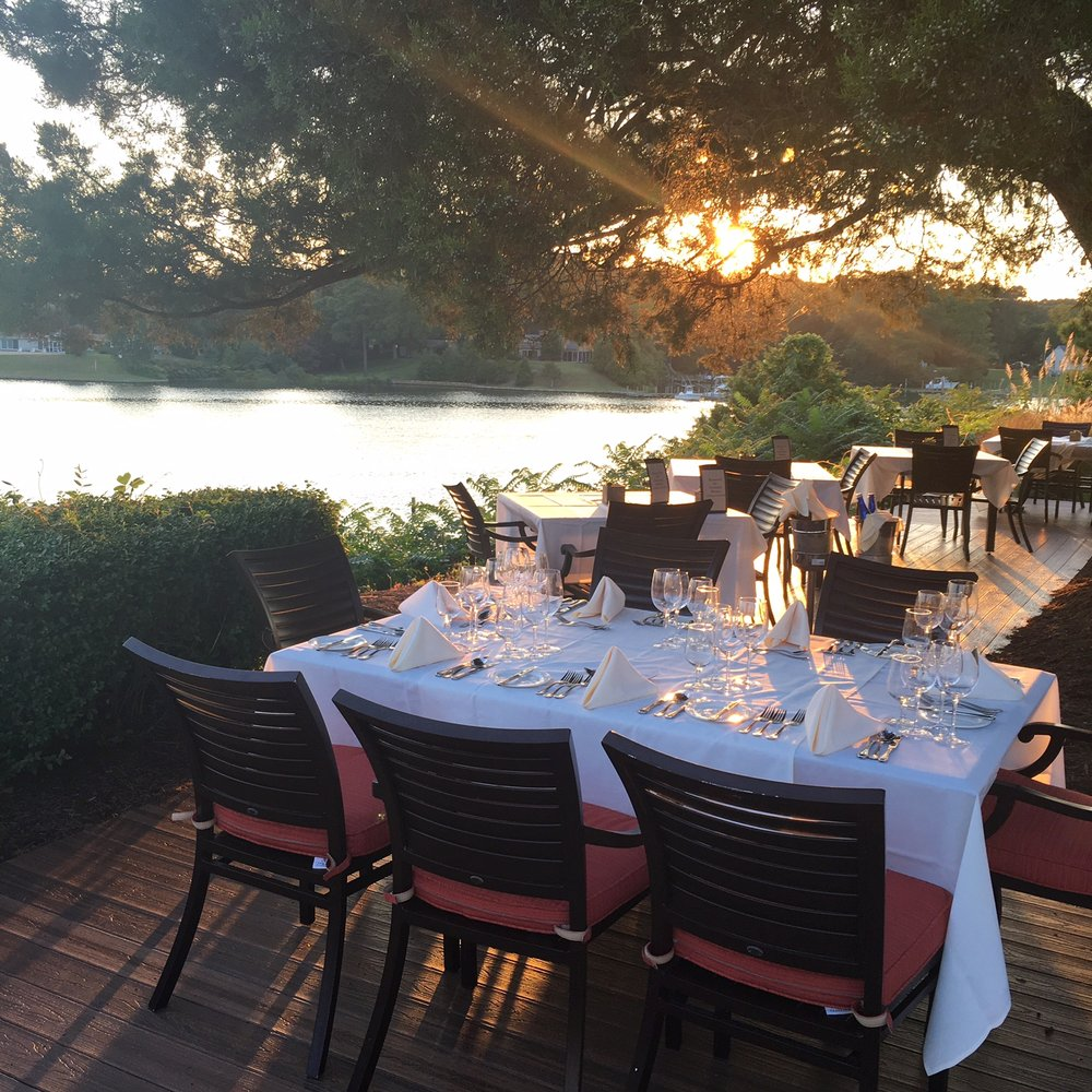 Overlook Dining: 480 King Carter Dr, Irvington, VA