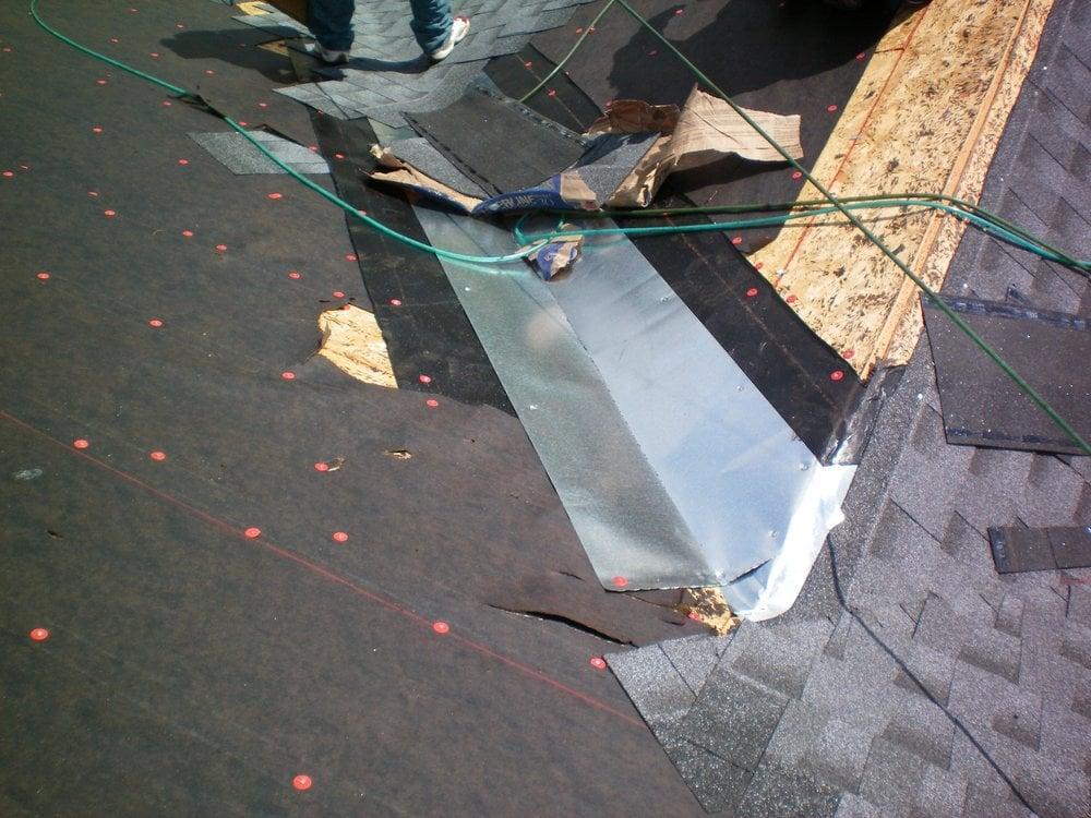 Roofing Felt Installation : Installing nd moisture barrier felt paper and rd