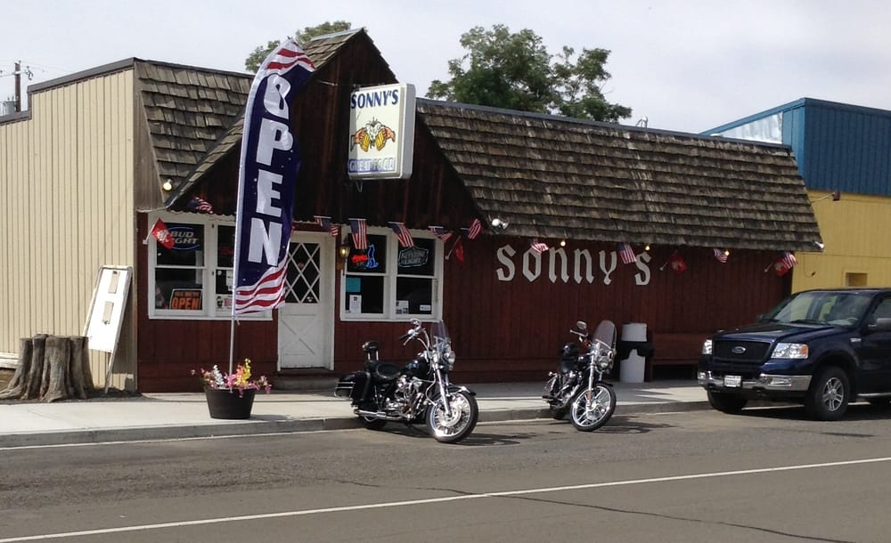 Sonny's Tavern: 250 SW Main St, Washtucna, WA