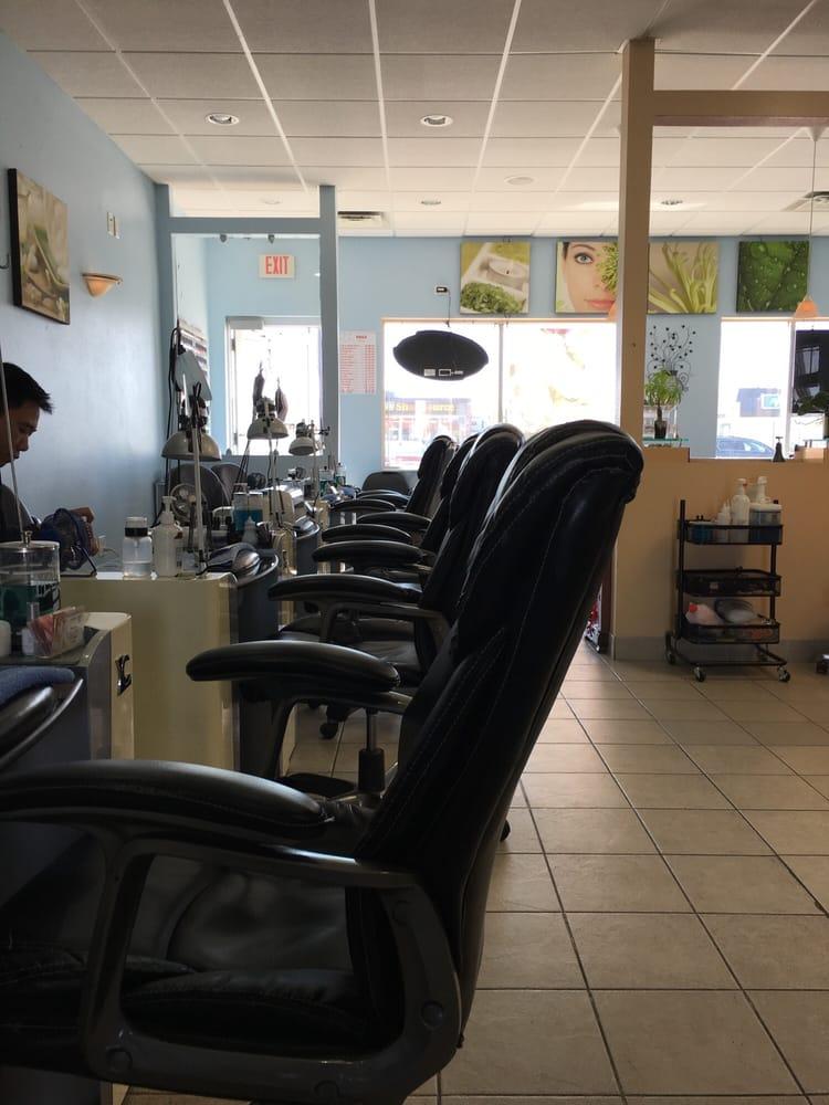 Nails Sophisticate: 4143 W Division St, Saint Cloud, MN
