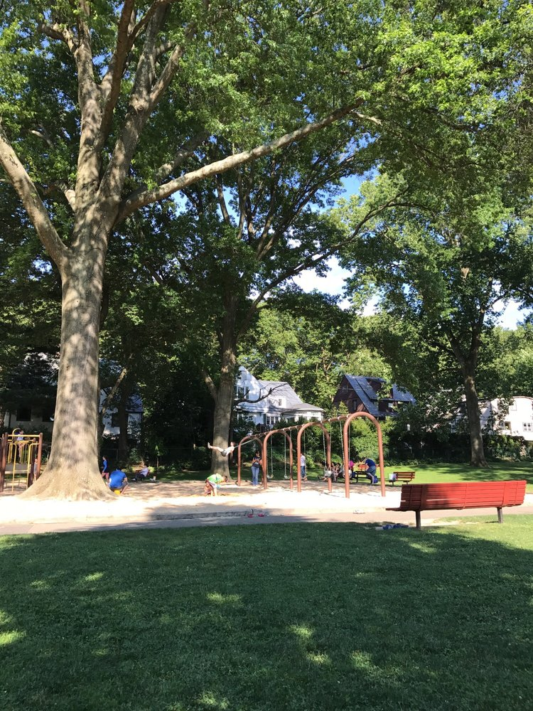 Cutter Mill Park: 220 Great Neck Rd, Great Neck Plaza, NY