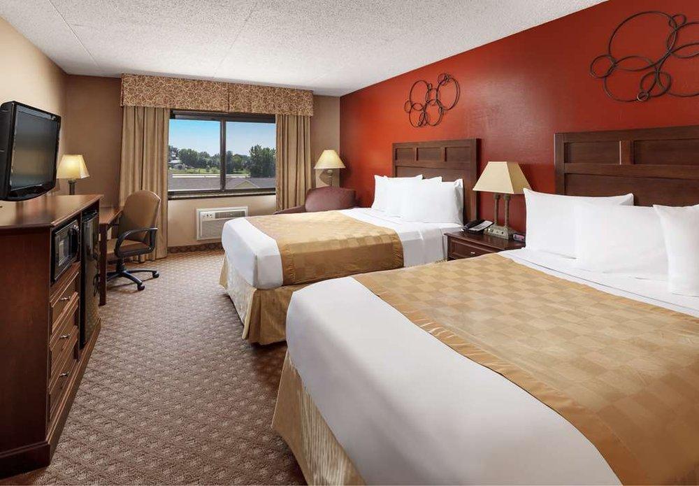 Ramada Grand Dakota Hotel: 532 15th St W, Dickinson, ND