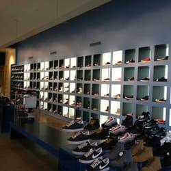 33f9f6f1635 Atmos - 12 photos   21 avis - Magasins de chaussures - 203 W 125th ...
