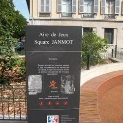 aire de jeux du square janmot playgrounds 1 quai du mar chal joffre presqu 39 ile lyon. Black Bedroom Furniture Sets. Home Design Ideas