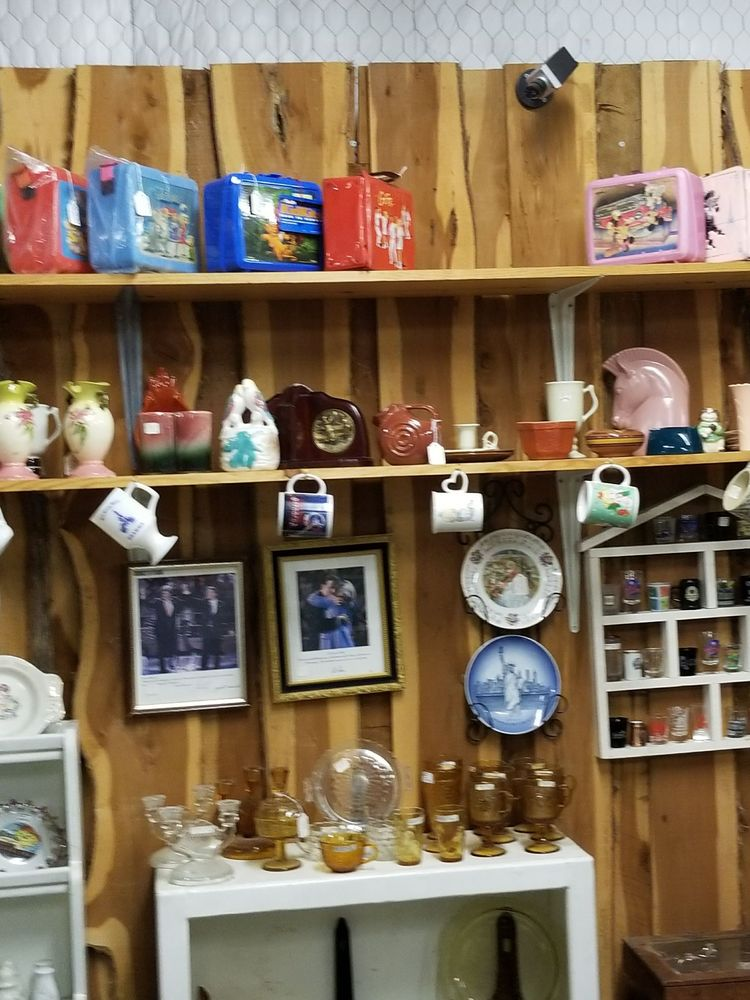 Cedar Chest Antique Mall: 31707 W Hwy 84, Mc Gregor, TX