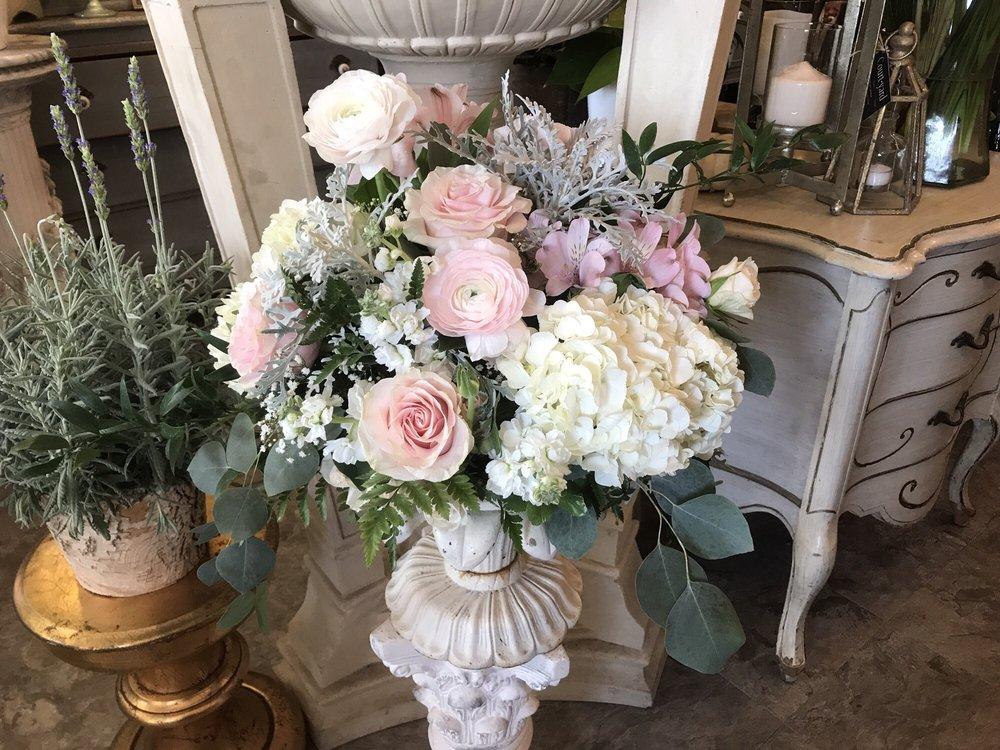 Courtyard Florist: 11 Eastern Ave, Dedham, MA