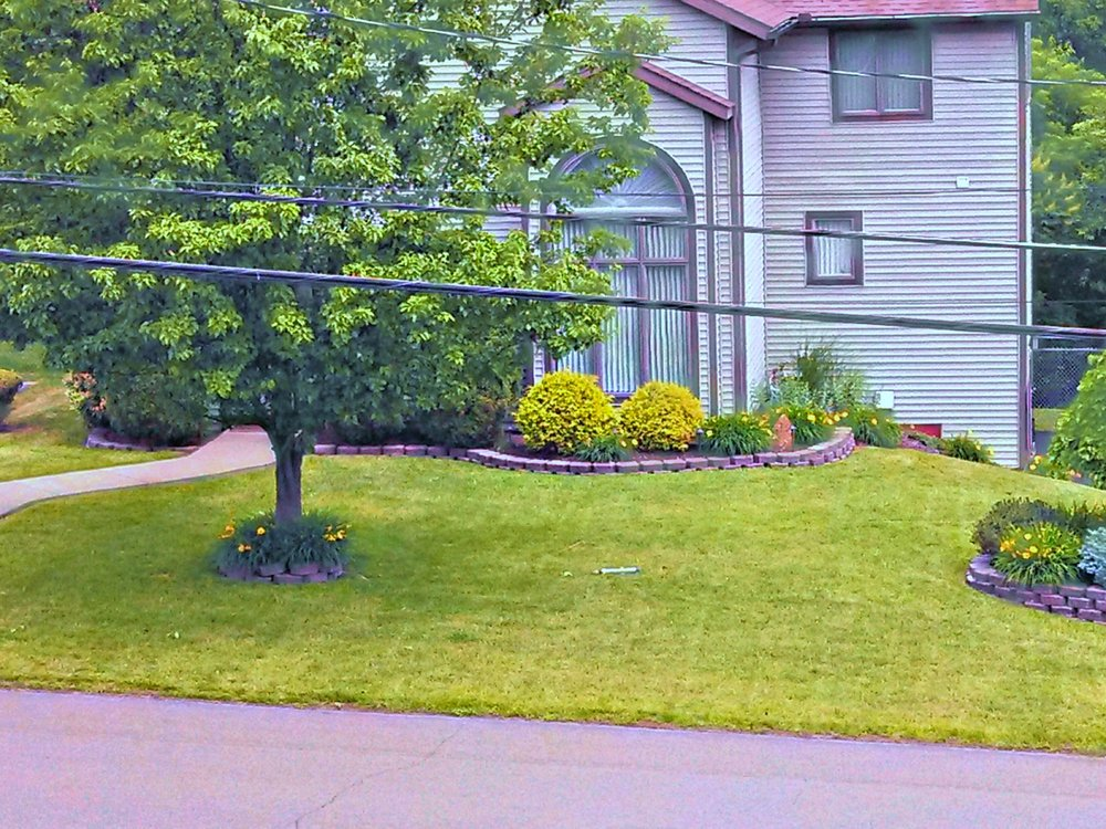 A Bit Off the Top LawnCare & Snow Plowing: 321 Skye Island Dr, Endicott, NY