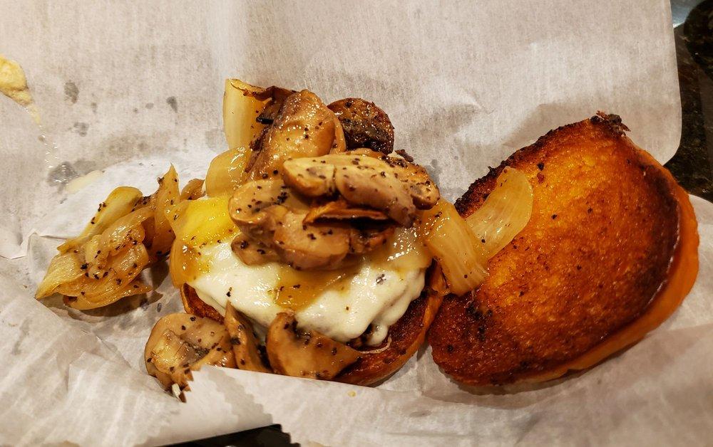Lucky's Hamburgers: 1473 Raritan Rd, Clark, NJ