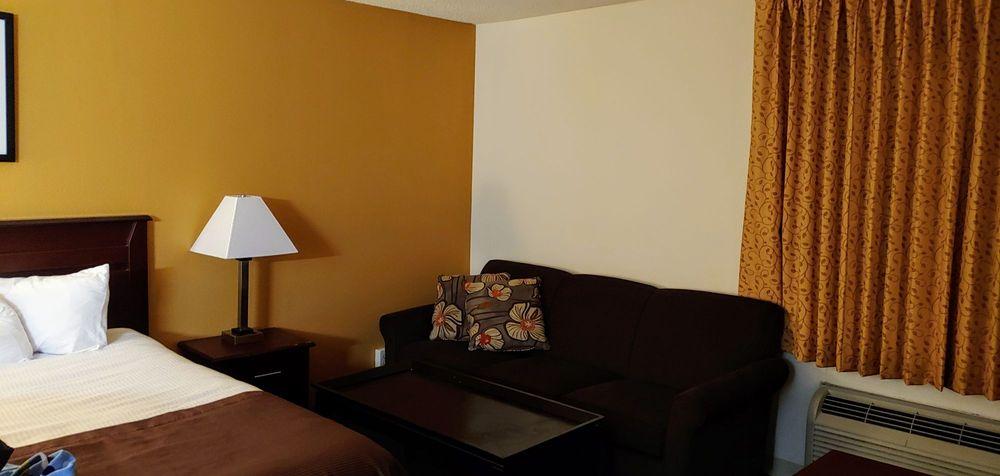 Days Inn & Suites by Wyndham Kansas City South