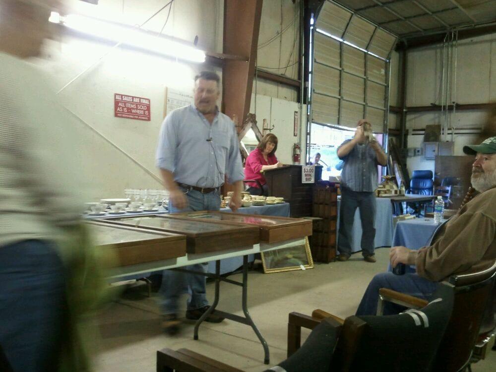 Blue Ribbon Auction Services: 131 Faulconerville Dr, Amherst, VA