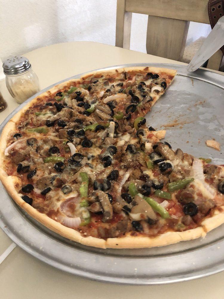 Pepe's Pizza: 1102 18th St, Hondo, TX