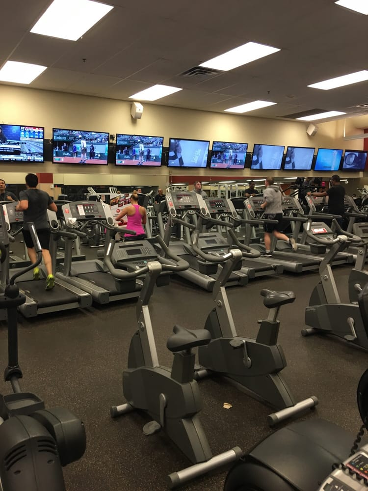goodlife fitness 13 reviews sports clubs 100 city. Black Bedroom Furniture Sets. Home Design Ideas