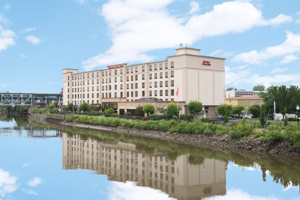 Hampton Inn & Suites Newark-Harrison-Riverwalk: 100 Passaic Ave, Harrison, NJ
