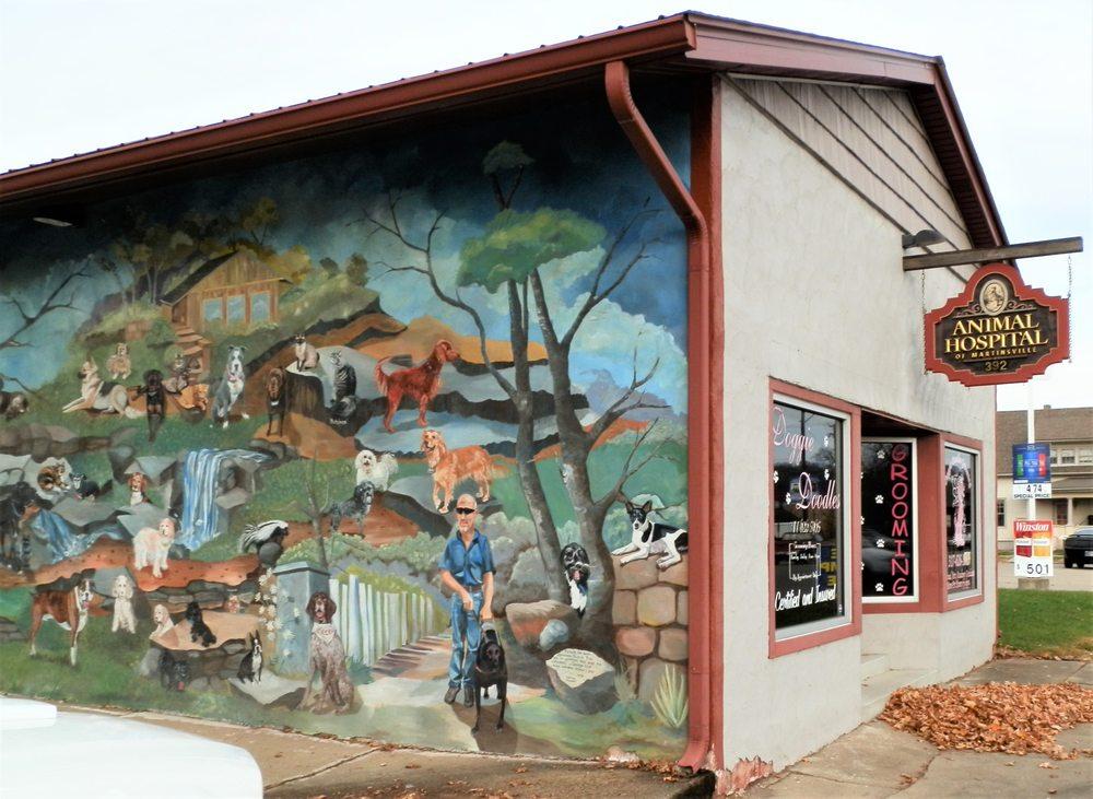 Pet Hospital mural: 392 S Main St, Martinsville, IN