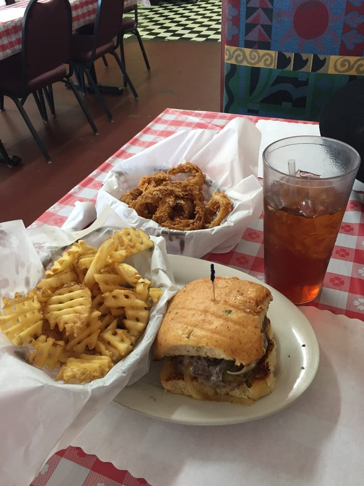 Mckay's Country Kitchen & BBQ: 1113 Main St, Commerce, TX