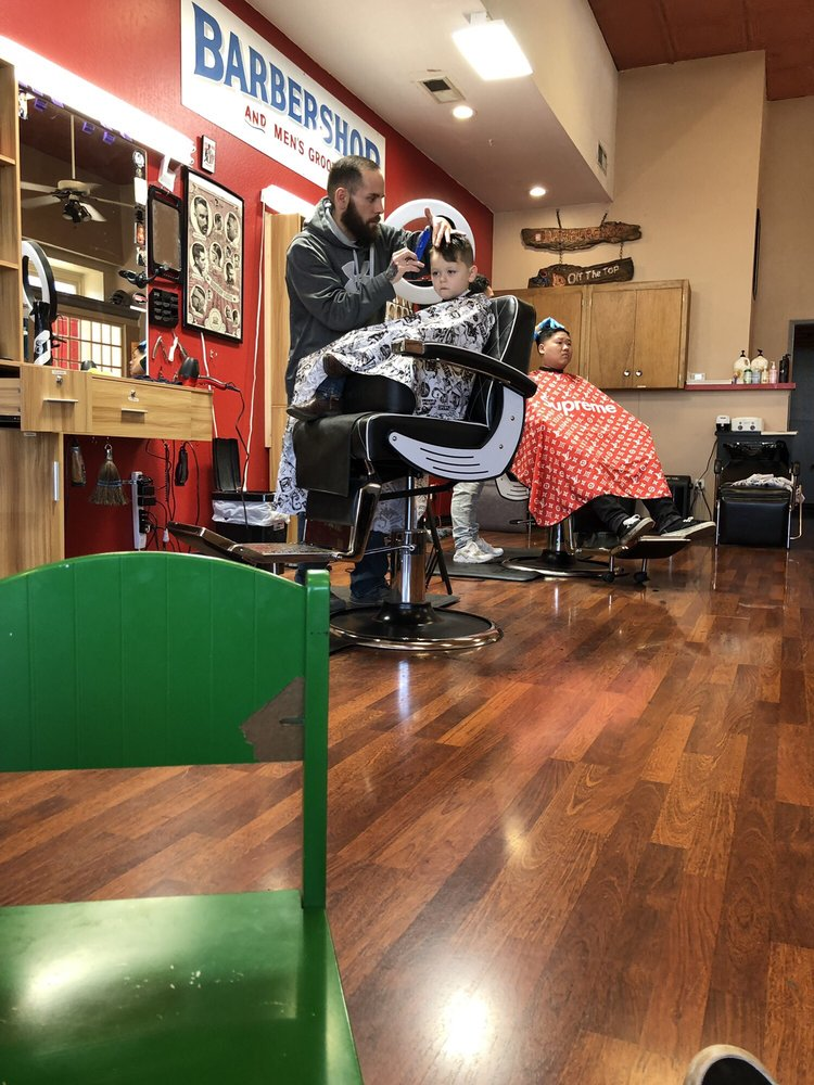 Off The Top Barbershop And Family Salon: 1911 Montgomery St, Oroville, CA