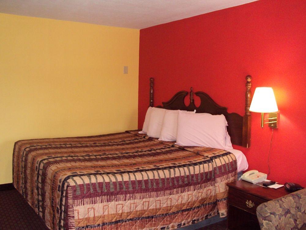 Sunrise Inn: 328 W Main St, Brownsville, TN